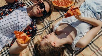 放鬆吃披薩