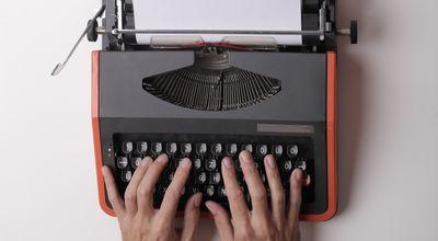 用打字機打字